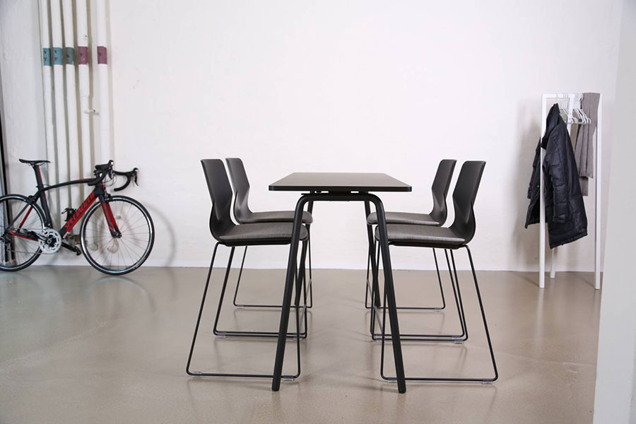 Fourreal high black table