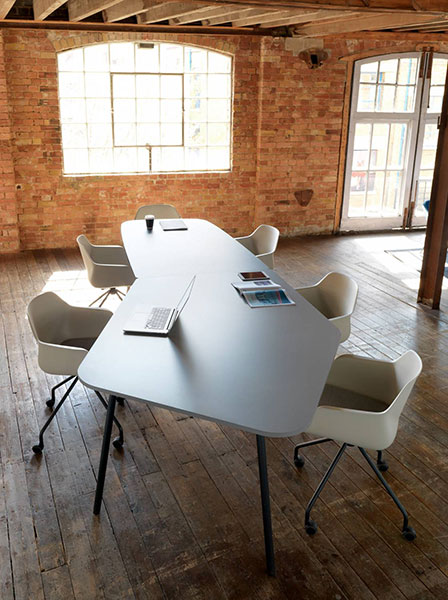 Fourreal Flake meeting tables